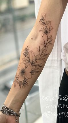 200 Fotos de tatuagens femininas no braço para se inspirar – Fotos e Tatuagens 200 Photos of Female Tattoos on the Arm to Get Inspired – Pictures and Tattoos … Arm Tattoos For Women Forearm, Inner Arm Tattoos, Inner Forearm Tattoo, Forarm Tattoos, Tribal Arm Tattoos, Body Art Tattoos, Tatoos, Female Arm Tattoos, Script Tattoos