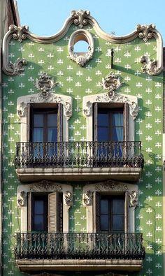 Barcelona - Creu Coberta 115 b. Modernisme.