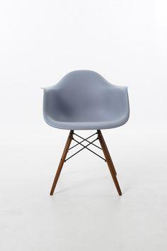 Charles Eames Style DAW Eiffel Stuhl in Plastik Grau | The Designlover | Bauhausmöbel und Designklassiker