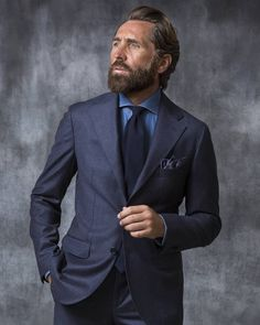The Half Canvas construction provides a fluidity where it is applied either in the upper part of the chest where one needs comfort and… Gentleman Mode, Gentleman Style, Mens Fashion Suits, Mens Suits, Navy Blue Suit, Navy Suit Style, Blue Suits, Look Formal, Denim Shirt Men