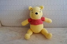 Peter Plys hækleopskrift Crochet Animals, Crochet Toys, Winnie The Pooh, Yarn Projects, Chrochet, Crochet For Kids, Little People, Baby Knitting, Hello Kitty