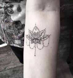 Tatuajes hindús flor de loto
