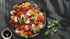 Tomato, fresh bocconcini, and basil salad Red Tomato, Sliced Tomato, Tomato Salad, Balsamic Reduction, Fresh Mozzarella, Mets, Salad Dressing, Serving Dishes, Cobb Salad