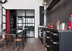 Une cuisine noire et blanche au look industriel