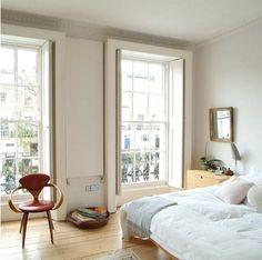 Relaxing bedroom in Georgian flat in Camden