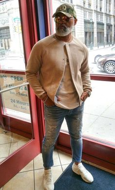 40 Classy Casual Outfits For Average Men Over 50 - Fashion Insider Fashion For Men Over 50, Older Mens Fashion, Casual Clothes For Men Over 50, Dope Fashion, Men Fashion, Fashion Trends, Stylish Mens Outfits, Casual Outfits, Vest Outfits