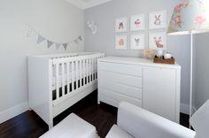 Quartinho de bebê moderninho - decoração em cinza, branco e rosa ( Fotos: Rejane Wolff )