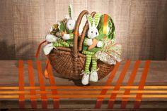 Para sair do tradicional nas embalagens da época, a cesta armazena os coelhinhos e o ovo de chocolate.
