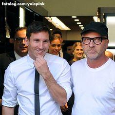 Leo e Domenico Dolce : Olá amigos,  Trago mais uma bela foto da visita de Leo a tenda da D&G em Milão na Itália, essa visita foi no último sábado dia 06.  Bjs | yolepink