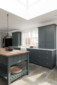 The Hampton Court Kitchen by deVOL painted in a bespoke paint colour with Umbria. The Hampton Court Kitchen by deVOL painted in a bespoke paint colour with Umbrian Limestone flagstones throughout. Kitchen Paint, New Kitchen, Vintage Kitchen, Painted Kitchen Island, Medium Kitchen, Natural Kitchen, Kitchen Walls, Kitchen Curtains, Kitchen Backsplash