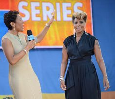 """PICC Cover Fashions on GMA - June 22, 2012 - Robin Roberts and  Mary J. Blige Performs On ABC's """"Good Morning America"""".  Shown in """"TaupeLIne"""" PICC Cover Fashions TM arm band sleeve by CastCoverFashions."""