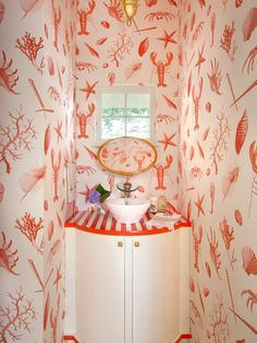 Loving this lobster wallpaper...