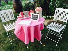 Decoración personalizada con libro de firmas para que tus invitados dejen sus mejores deseos. #PradodelArca #Talavera #TalaveradelaReina #Bodas #Eventos #Celebraciones #Catering #Jardines #Amor #Wedding #Gardens #Love #Mesas #Tables #Flores #Flowers #Decoracion #Decoration #Rosa #Pink #LibrodeFirmas #GuestBook