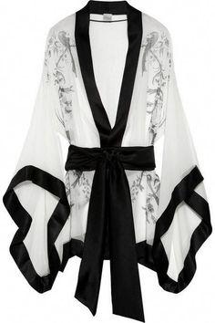 Carine Gilson kimono: white sheer silk-mousseline, black birds of paradise print, black silk-satin sash and trims. Kimono Fashion, Fashion Outfits, Womens Fashion, Silk Bathrobe, Kimono Dressing Gown, Mode Kimono, Silk Kimono, Robe Silk, White Kimono