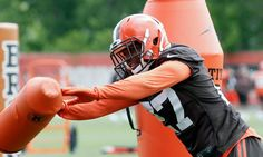 Report   Guarantees stalling rookie deal for Browns DB Jabrill Peppers = The Cleveland Browns notably selected three players in the first round of the most recent NFL Draft. As a result of owning the No. 25 overall pick in the 2017 installment of the annual event, the Browns selected former Michigan Wolverines defensive back Jabrill Peppers. However, the versatile defender and former collegiate standout has.....