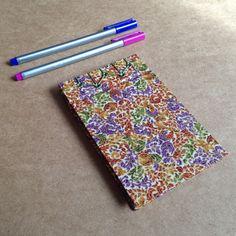 O luxo e brilho do tecido japonês num lindo bloco com costura japonesa!  Bloco tamanho 14 x 9 cm, com 50 folhas de papel book, feito com costura japonesa e tecido japonês R$ 24,00