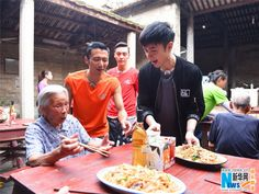 Hong Kong singer and actor Leo Ku joins Nicholas Tse on his reality TV show 'Chef Nic'  http://www.chinaentertainmentnews.com/2015/08/actor-leo-ku-attends-cooking-show.html