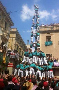 Today, 30th August 2013, Castellers de Vilafranca build a historical 10 levels human tower in Vilafranca del Penedès #Catalonia #Penedès #castells #HumanTowers #3de10