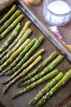 Roasted Asparagus is an easy way to get this spring vegetable favorite on the table at dinner time. Seasoned simply with just olive oil, salt and pepper and roasted to perfection. Healthy Vegetable Recipes, Healthy Vegetables, Fruits And Veggies, Vegetarian Recipes, Cooking Recipes, Healthy Cooking, Healthy Side Dishes, Vegetable Dishes, Healthy Sides