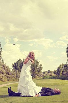 funny golf course wedding photos