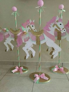 Carousel Theme LOOK AT NOTES Animal cookie crackers back to back on a skewer Carousel Birthday Parties, Circus Birthday, Unicorn Birthday Parties, First Birthday Parties, Birthday Party Themes, First Birthdays, Pony Party, Fiesta Baby Shower, Baby Shower Parties