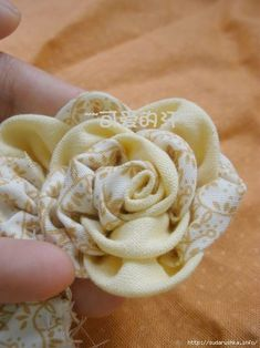 Two-color flower decoration made of fabric. Discussion on LiveInternet - Russian Online Diary Service Russian Online, Online Diary, Flower Decorations, Fabric Flowers, Arts And Crafts, Craft Ideas, Necklaces, Scrappy Quilts, Log Projects