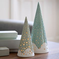 When light sparkles from the Nobili candle holder, a graceful and vivid play of light is created that brings warmth and soul to the surroundings. Porcelain Jewelry, Fine Porcelain, Porcelain Tiles, Painted Porcelain, Scandinavian Christmas, Christmas Diy, Christmas Trees, Xmas, Beautiful Christmas Decorations