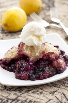 Crock Pot Mixed Berry Cobbler | Wishes and Dishes