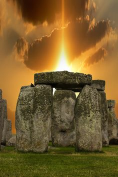 Spend summer Solstice at Stonehenge. Sunset Stonehenge by on Beautiful Sunset, Beautiful World, Beautiful Places, Beautiful Pictures, All Nature, Amazing Nature, Belle Photo, Wonders Of The World, Cool Photos