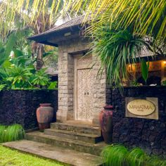 entrance to mahatma house villa seseh bali
