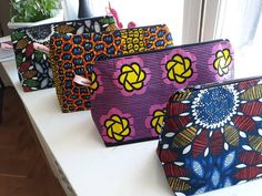 Fashionable and sophisticated African print makeup bag. This makeup bag is made with Africa wax Ankara Fabric, African Fabric, African Interior Design, Ankara Bags, Moda Afro, African Crafts, African Accessories, Makeup Pouch, Makeup Kit