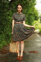Google Image Result for http://images1.chictopia.com/photos/TwitchVintage/2149570935/navy-twitch-vintage-dress-tan-thrifted-bag_med.jpg