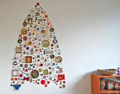 """Christmas """"tree"""" for the wall #decorate #clever"""