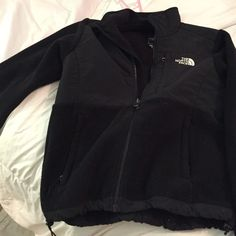 Like new NORTH FACE Denali black jacket Black North Face jacket, perfect condition The North Face Jackets & Coats