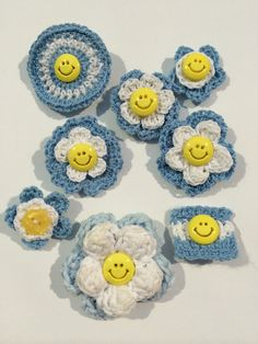 Escarapelas a crochet Mayo, Workplace, Knit Crochet, Projects To Try, Baby Shower, Throw Pillows, Knitting, Pink, Ideas