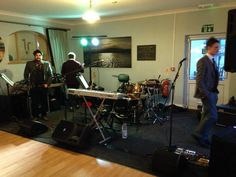 NEWPORT LINKS GOLF RESORT, PEMBROKESHIRE: Oh we do like to be beside the seaside! At this venue the band will occupy the end of the room beside the dancefloor
