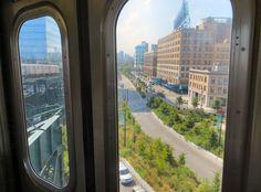 In Astoria rijdt de New York City subway bovengronds