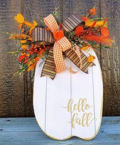 Autumn Decorating, Pumpkin Decorating, Porch Decorating, Fall Porch Decorations, September Decorations, Fall Harvest Decorations, Aisle Decorations, Porch Ideas, Thanksgiving Decorations