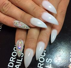 Beautiful nails might put you in an instant good mood. No matter how old you are, decorating your nails will always make you look more spirit and vitality. Sexy Nails, Dope Nails, Fancy Nails, Prom Nails, Fabulous Nails, Gorgeous Nails, Pretty Nails, Manicure, Uñas Fashion