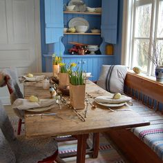 Instagram - Bygg og Bevar Scandinavian Style, Scandinavian Interiors, Dining Room, Dining Table, Country Style Homes, Old Houses, Interior Styling, Table Settings, House Styles