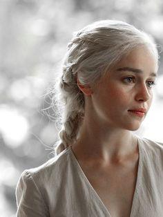 Games Of Thrones Khaleesi Hairstyles 69 New Ideas Game Of Thrones Khaleesi, Khaleesi Hair, Game Of Throne Daenerys, Khaleesi Costume, Daenerys Targaryen Aesthetic, Emilia Clarke Daenerys Targaryen, Daenerys Targaryen Art, Deanerys Targaryen, Dessin Game Of Thrones