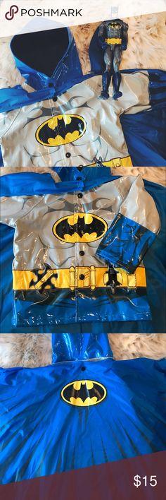 💙💛 Western Chief Kids 2T Batman Rain Coat ☔️ Gently used Western Chief Kids 2T blue Batman rain coat-- detachable blue cape-- cape has velcro and 3 snaps-- coat has snap closure-- great condition-- SUPER CUTE!! 💙💛☔️ Western Chief Jackets & Coats Raincoats