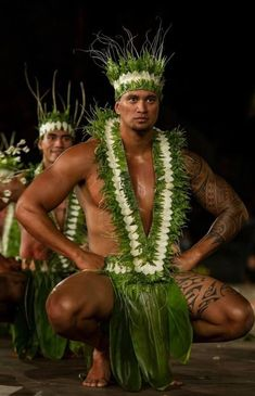 Polynesian Dance, Polynesian Men, Polynesian Culture, Hawaiian Men, Hawaiian Dancers, Hawaiian People, Hawaii Hula, Aloha Hawaii, Tahitian Costumes