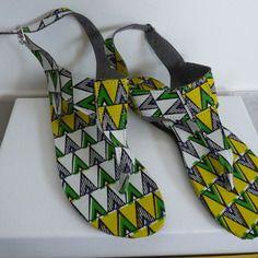 www.cewax.fr aime les chaussures de style ethnique, tendance tribale. Retrouvez tous les articles sur la mode afro sur le blog de CéWax: http://cewax.wordpress.com/ et des sacs et bijoux ethniques en boutique: http://cewax.alittlemarket.com. #African prints shoes african prints pattern fabrics, kitenge, kanga, pagne, mudcloth, bazin, Style ethnique, tribal, #wax, #ankara, #kente, #bogolan, #Africanprintfashion, #ethnotendance - Sandales en tissu coton africain wax