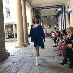 Philosophy di Lorenzo Serafini combineerde uniformdetails met kant en organza. De muziek erbij: van New Orders 'Shellshock' tot Boy Georges 'War is stupid'. En zo is dat natuurlijk. #mfw #philosophydilorenzoserafini #warisstupid #unapalomablanca  via HARPER'S BAZAAR HOLLAND MAGAZINE OFFICIAL INSTAGRAM - Fashion Campaigns  Haute Couture  Advertising  Editorial Photography  Magazine Cover Designs  Supermodels  Runway Models