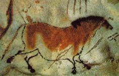 Yegua de la Cueva de Lescaux Esto se aprecia en la Cueva de Lescaux, en el Macizo Central francés, o en la cántabra Cueva del Castillo. En ambas se constata que fue utilizada durante más de mil años de forma ininterrumpida y donde se aprecia la mano de más de 30 generaciones.