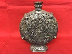 Catawiki, pagina di aste on line  Esclusivo vaso in ceramica finemente lavorato di forma a medaglione - Deruta