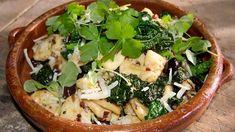 Potatisgnocchi med sardeller, salami och svartkål