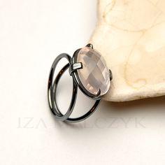 Pink Moon - srebrny pierścionek z różowym kwarcem / Iza Malczyk / Biżuteria / Pierścionki