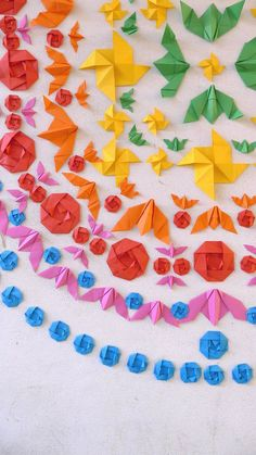 Street Installations This origami street art gives me lots of ideas for collaborative kids art projects.This origami street art gives me lots of ideas for collaborative kids art projects. Collaborative Art Projects For Kids, Classroom Art Projects, Origami Dragon, Origami Fish, Rainbow Origami, Oragami, Origami Design, Origami Installation, Street Installation